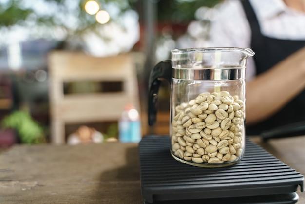 Measuring coffee beans Premium Photo