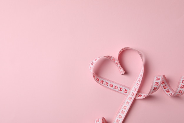 Measuring tape in the form of heart Premium Photo