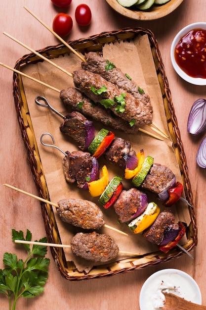 Мясо и овощи на шпажках Бесплатные Фотографии
