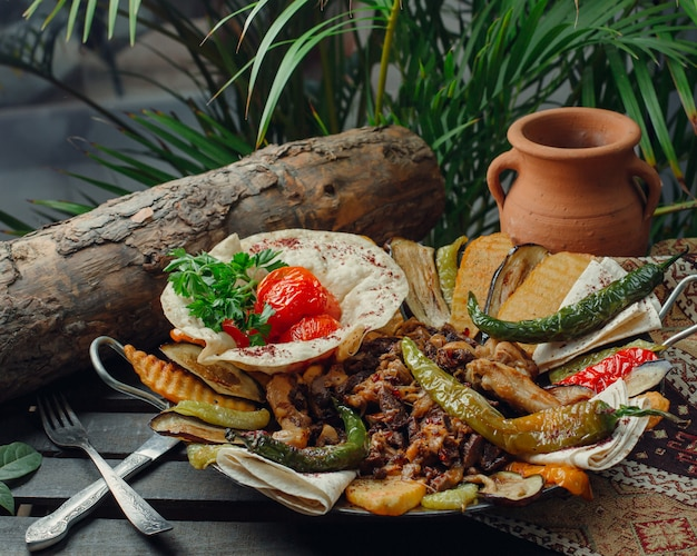 Meat and chicken sac with vegetables Free Photo