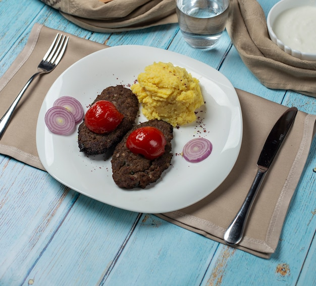 Meat cotlets with grilled tomato and mashed potatoes Free Photo