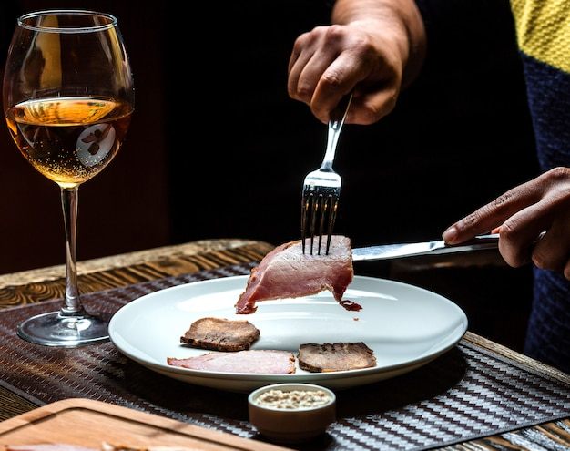 Meat cutting and a glass of champagne Free Photo