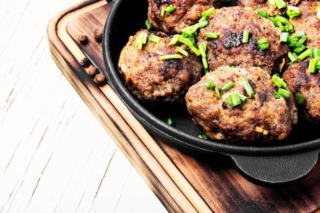 Meatballs in cast iron skillet Premium Photo
