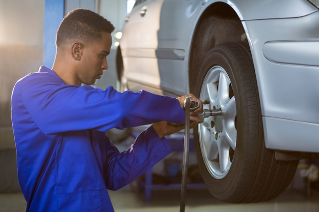 Mechanic fixing a car tyre Free Photo