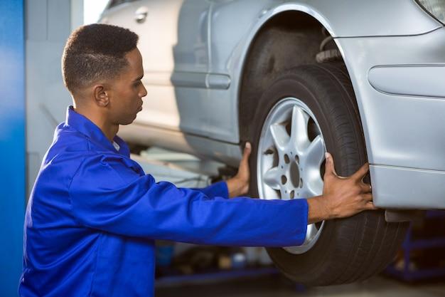 Mechanic fixing a car tyre Free Photo