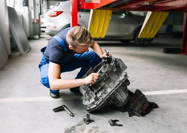 Mechanic fixing car motor Free Photo