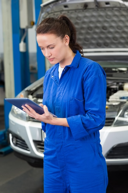 Mechanic using a tablet pc Premium Photo