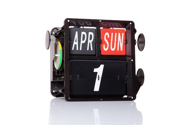Механический календарь ретро дата 1 апреля, в изолированный день дурака. Premium Фотографии