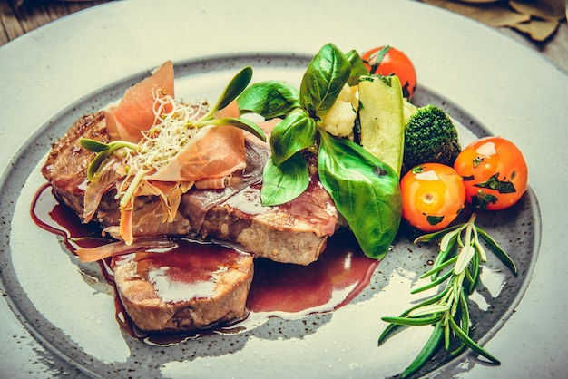 Medallions of veal, with sauce on a plate Premium Photo