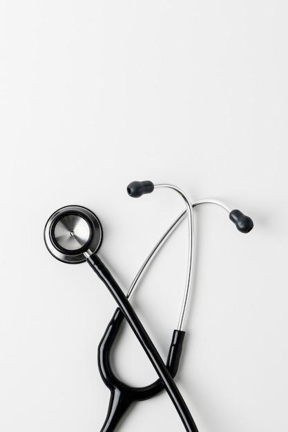 Медицинский стетоскоп на белой поверхности Бесплатные Фотографии