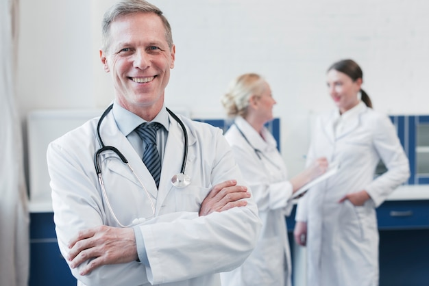 Medical team in a doctor's office Free Photo