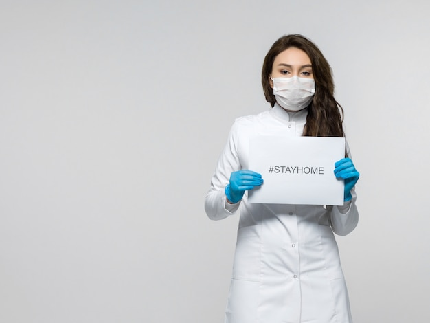 Medical worker holding stayhome leaflet Free Photo
