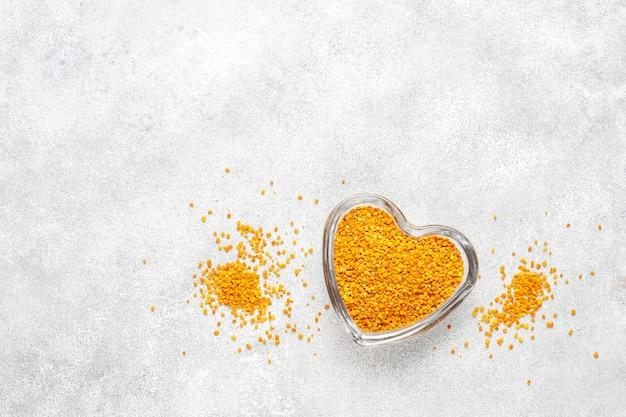 薬食ミツバチ花粉。 無料写真
