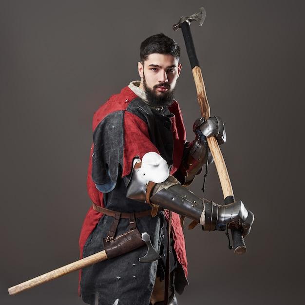 灰色の中世の騎士 無料写真