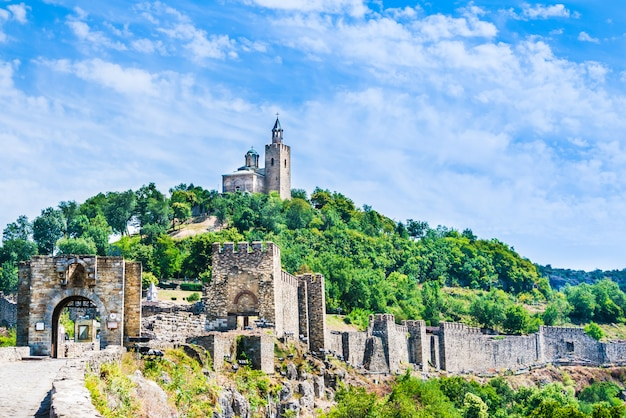 The medieval tsarevets fortress and the patriarchal church in veliko tarnovo, bulgaria. Premium Photo