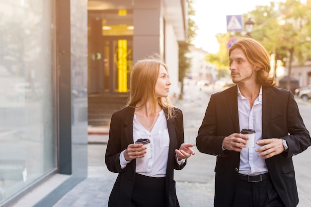 Medium shot elegant woman and man talking Free Photo