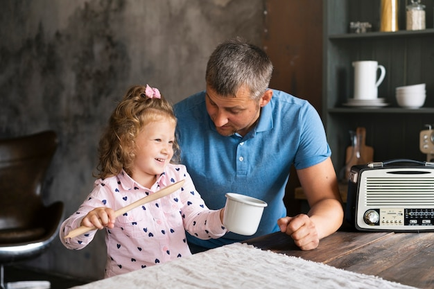Medium shot father and daughter in the kitchen Free Photo