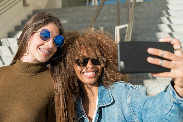 Medium shot friends taking selfie Free Photo