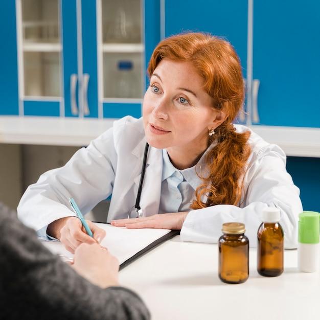 Medico e pillole medi dello zenzero Foto Gratuite