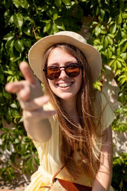 Среднестатистическая девушка в подтяжках Бесплатные Фотографии