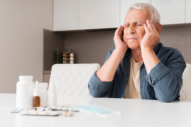 Medium shot man experiencing headache Free Photo