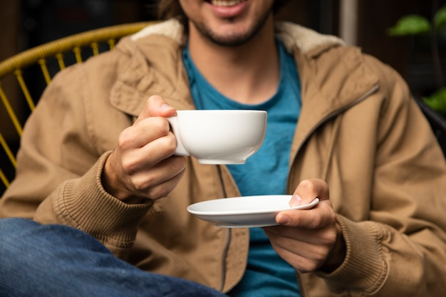 Medium shot of man holding coffee cup Free Photo