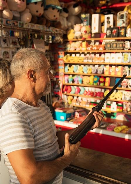 Medium shot man with rifle Free Photo