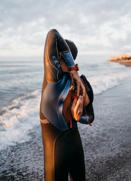 Costume da bagno uomo con zip a tiro medio Foto Gratuite