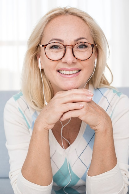 Medium shot smiley woman with glasses and headphones Free Photo