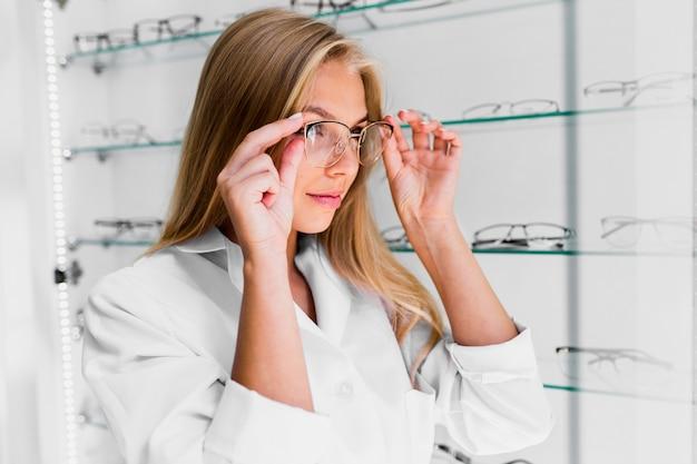 Medium shot of woman wearing eyeglasses Free Photo