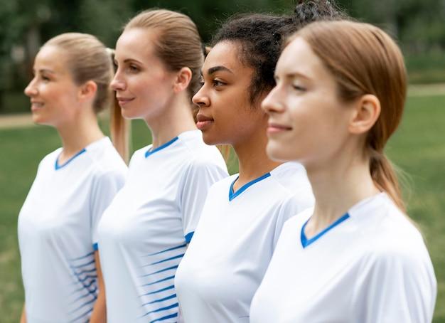 Squadra di calcio femminile di tiro medio Foto Gratuite