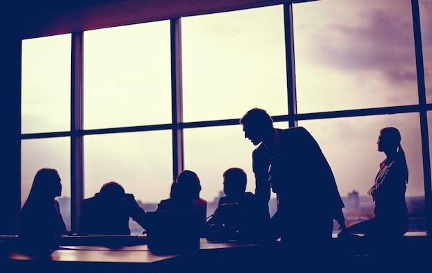 창가에 가까운 회의 무료 사진