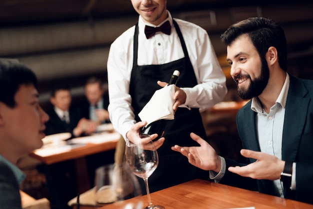 Meeting with businessmen in suits in restaurant. Premium Photo