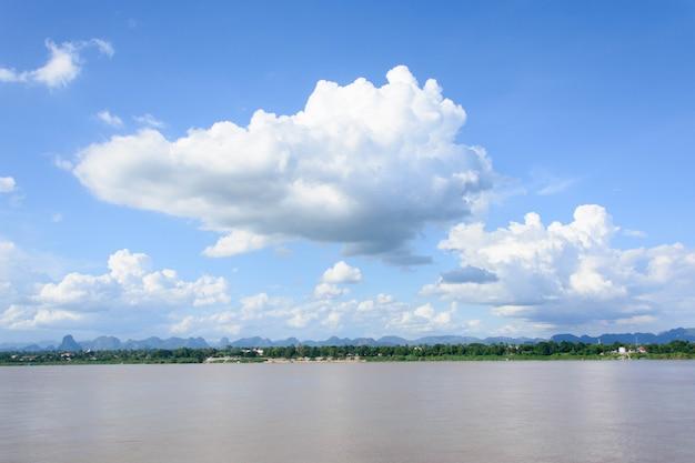 Mekong river and bluesky Premium Photo