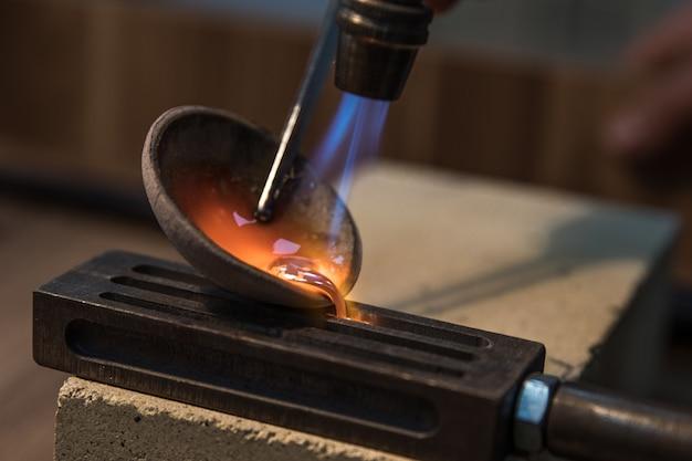 高温下での鉄の溶解 無料写真