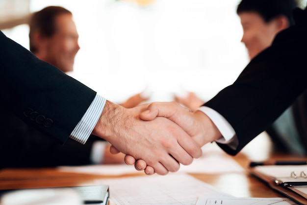 Men are shaking hands. Premium Photo