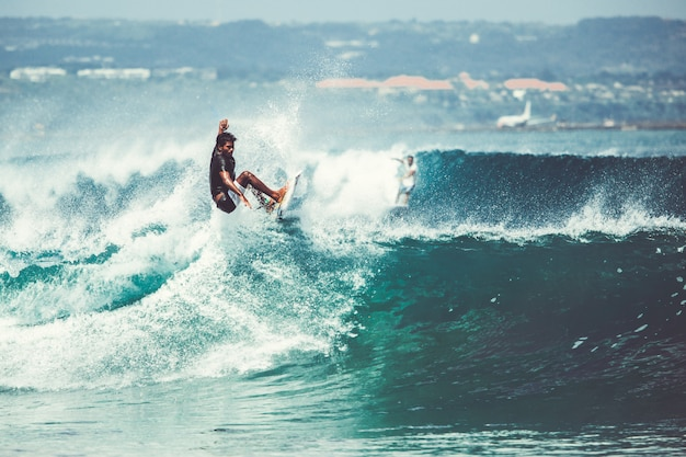 Men and girls are surfing Free Photo