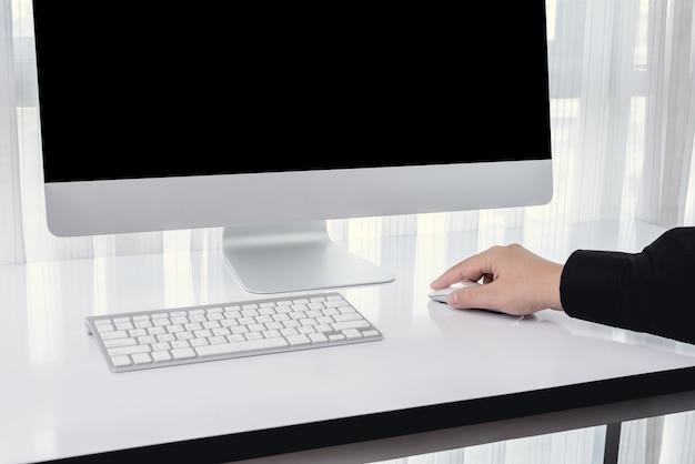 Men hand using computer mouse Premium Photo