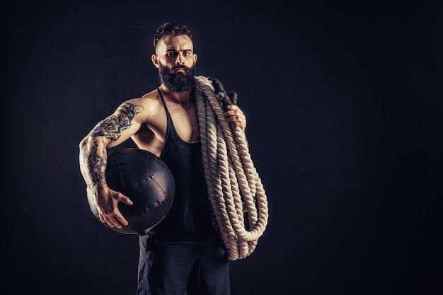 Men holding battle rope, functional training Premium Photo