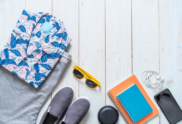 Men's casual outfits of traveler, summer holiday Premium Photo