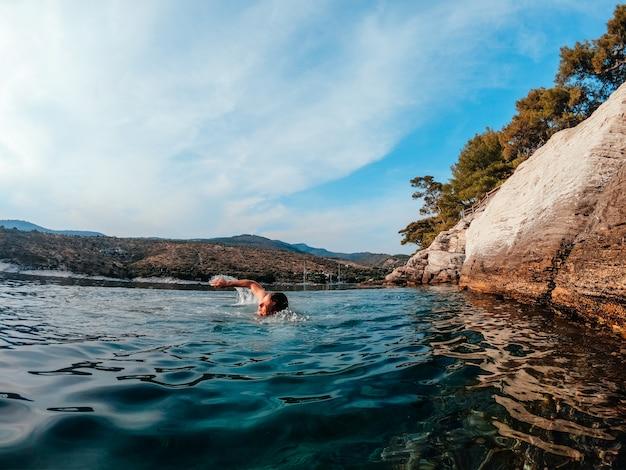 Men swimming in the sea Premium Photo