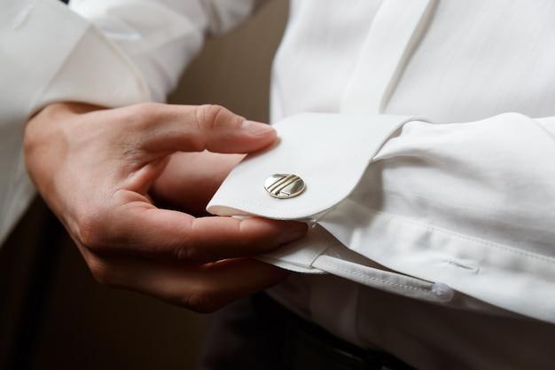 Men wear cufflinks Premium Photo