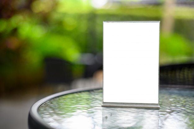 Menu on cristal table Premium Photo