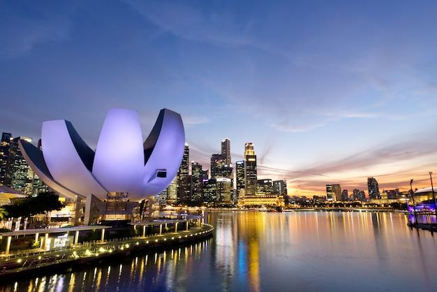 Merlion park, marina bay at singapore. Premium Photo