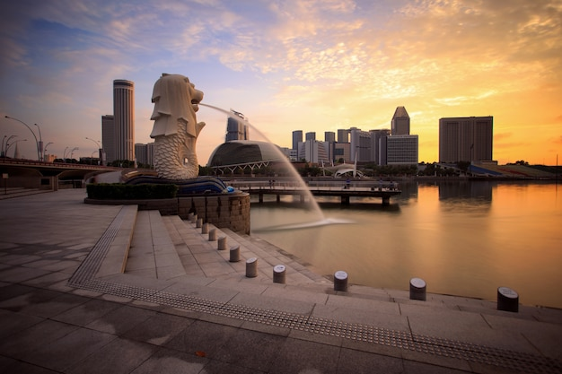 Merlion with marina bay sands Premium Photo