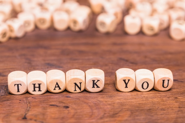 Message thank you with wooden cubes Free Photo