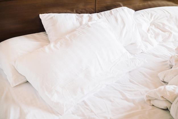 Грязная белая подушка Бесплатные Фотографии