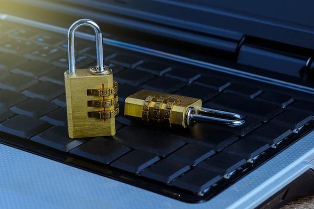 Metal security lock with password on computer keyboard Premium Photo