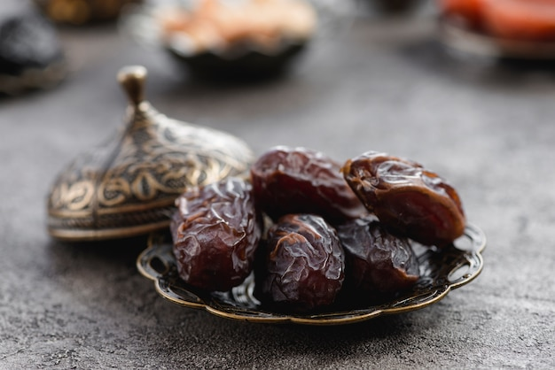 Metallic plate of pitted dates for ramadan Free Photo