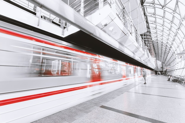 Metro defocused Free Photo